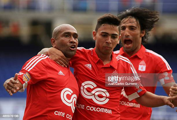 Neider Morantes of America de Cali celebrates with teammates after scoring the second goal of his team during a match between Depor FC and America de...