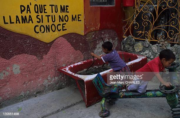 Neighborhood in Havana Cuba Callejon de Hamel Salvador Escalona naive universe Why do you call me if you don't know me