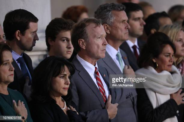 Neil Bush son of former US President George H W Bush and members of his family watch as a US military honor guard carries the casket of his father...