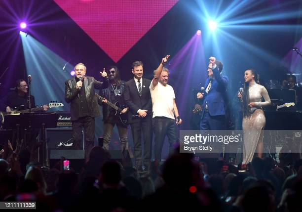Neil Diamond Jimmy Kimmel Sammy Hagar Chris Isaak and Katlyn Nichol perform onstage at the 24th annual Keep Memory Alive 'Power of Love Gala' benefit...