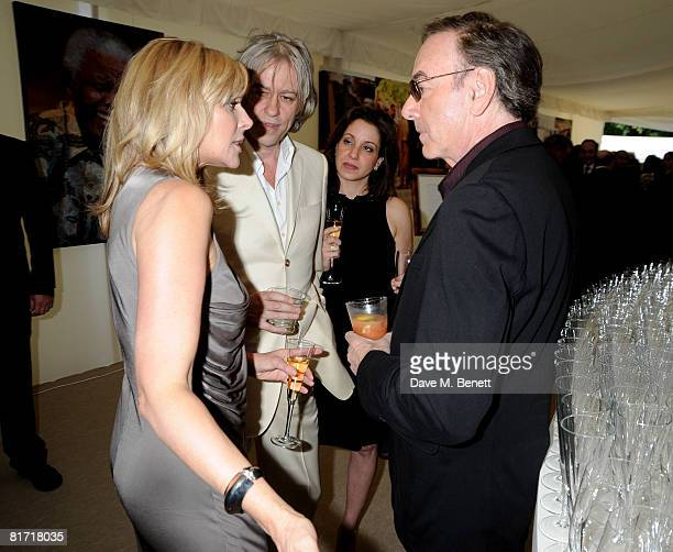 Neil Diamond Kim Cattrall and Bob Geldof attend the dinner in honour of Nelson Mandela celebrating his 90th birthday at Hyde Park on June 25 2008 in...