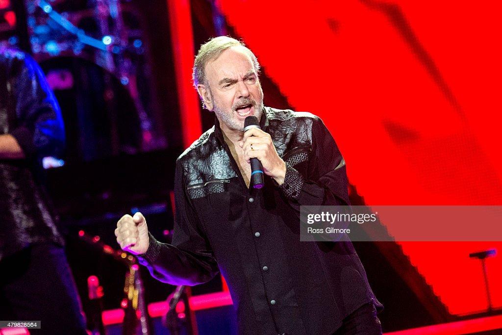 Neil Diamond Performs In Glasgow : News Photo
