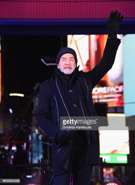 Neil Diamond performs during New Year's Eve 2018 in Times Square at Times Square on December 31 2017 in New York City