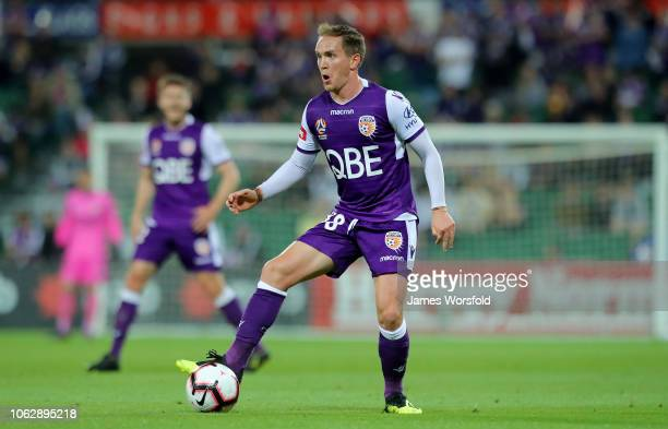 Neil Kilkenny of Perth Glory looks to pass during the round three ALeague match between the Perth Glory and the Brisbane Roar at nib Stadium on...