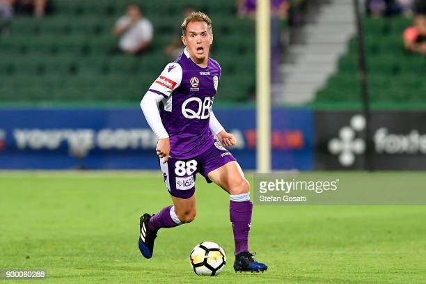Neil Kilkenny of the Glory move the ball foward during the round 22 ALeague match between the Perth Glory and the Central Coast Mariners at nib...