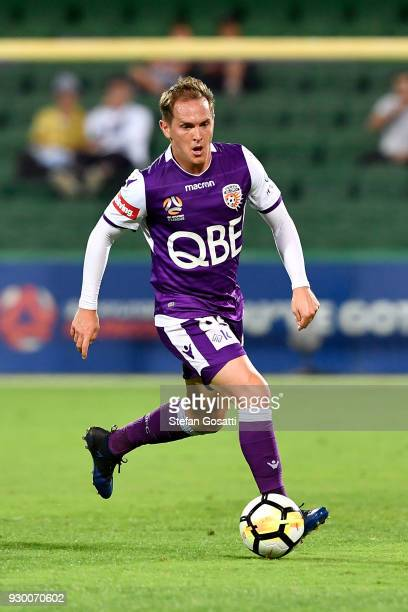 Neil Kilkenny of the Glory runs the ball during the round 22 ALeague match between the Perth Glory and the Central Coast Mariners at nib Stadium on...