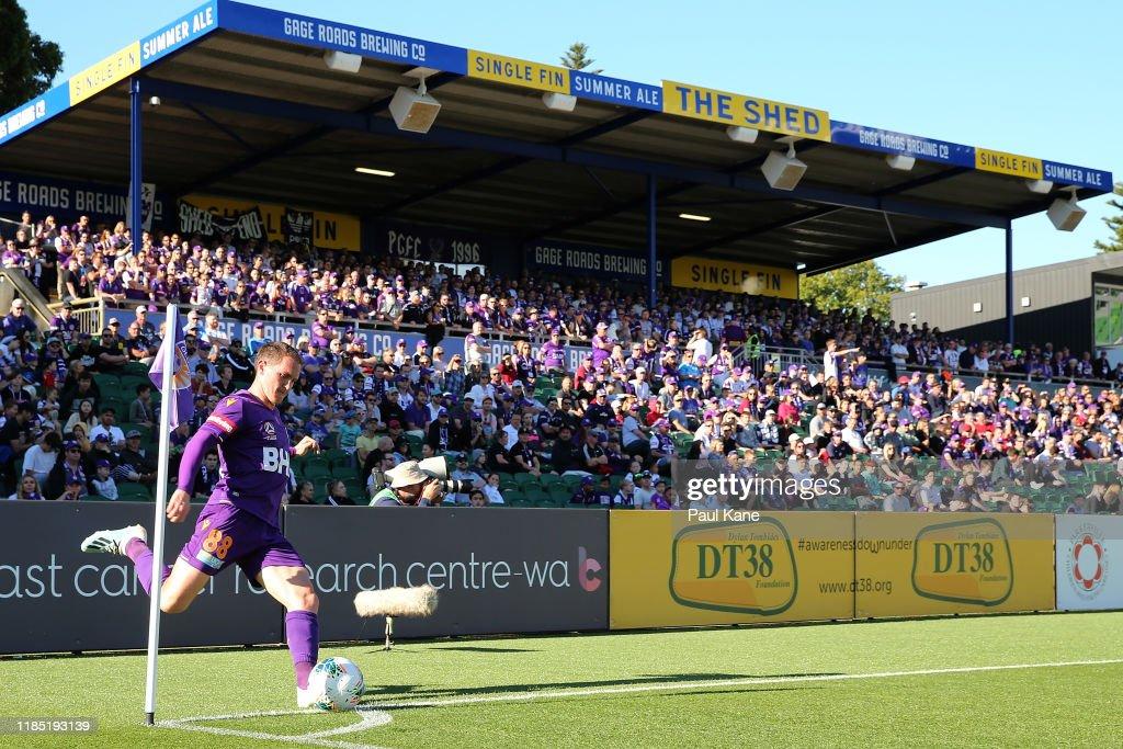 A-League Rd 4 - Perth v Central Coast : News Photo