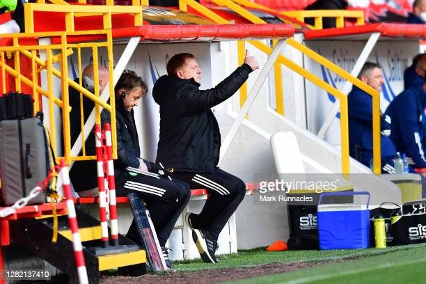 Neil Lennon Manager of Celtic looks on during the Ladbrokes Scottish Premiership match between Aberdeen and Celtic at Pittodrie Stadium on October 25...