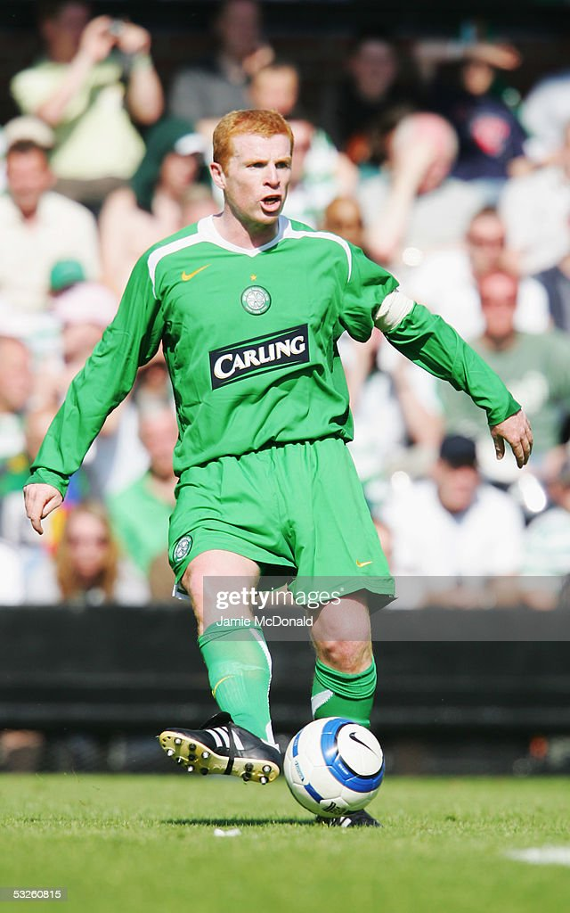 Neil Lennon of Celtic in action during the pre-season match between Fulham and Celtic at Craven Cottage on July 16, 2005 in Fulham, England.