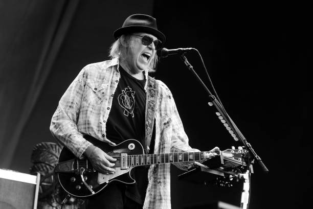 GBR: Bob Dylan & Neil Young Perform In Hyde Park