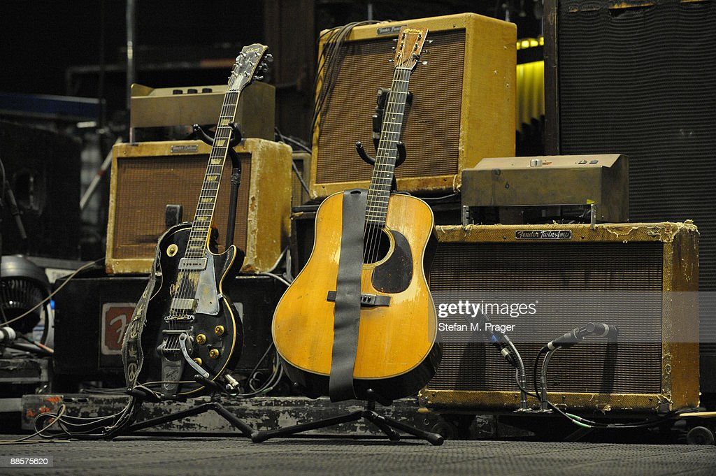 neil young 39 s gibson les paul and martin acoustic guitars in front of news photo getty images. Black Bedroom Furniture Sets. Home Design Ideas