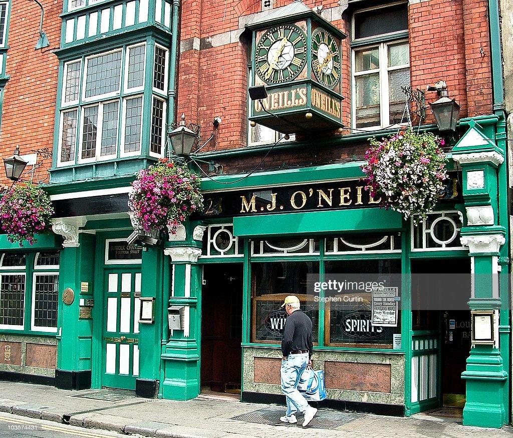 O'Neill's Pub : News Photo