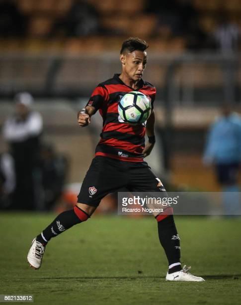 Neilton of Vitoria in action during the match between Santos and Vitoria as a part of Campeonato Brasileiro 2017 at Pacaembu Stadium on October 16...