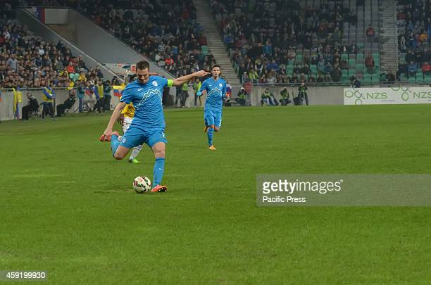 Nejc Pecnik shooting at colombian goal at the match with Columbia.