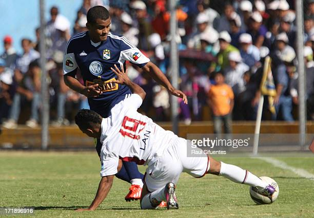 Nelinho Quina of Sporting Cristal fights for the ball with Andres Arroyave of Inti Gas during a match between Inti Gas and Sporting Cristal as part...