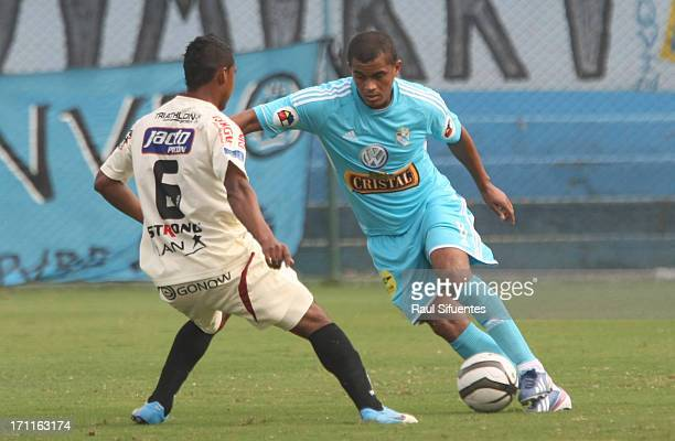 Nelinho Quina of Sporting Cristal fights for the ball with Ever Chavez of Leon de Huanuco during a match between Sporting Cristal and Leon de Huanuco...