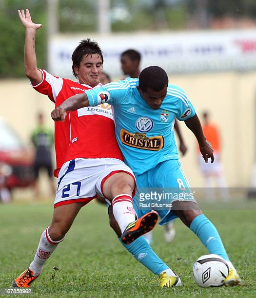 Nelinho Quina of Sporting Cristal fights for the ball with Gerardo Vonder Putten of Union Comercio during a match between Union Comercio and Sporting...