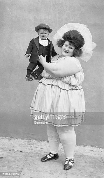 Nellie D Lane heaviest woman in the world and Major Mite smallest man in the world