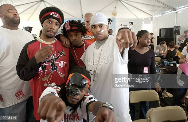 Nelly and St Lunatics backstage at the MTV 2001 Video Music Awards during the Radio Forum at Metropolitan Opera House in New York City on September 5...