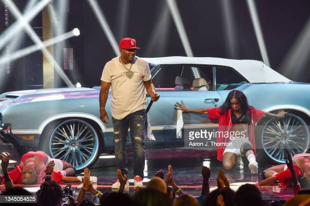 Nelly performs onstage during the 2021 BET Hip Hop Awards at Cobb Energy Performing Arts Centre on October 01, 2021 in Atlanta, Georgia.