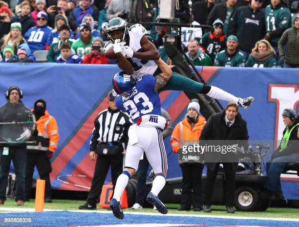 Nelson Agholor of the Philadelphia Eagles catches a touchdown against Darryl Morris of the New York Giants during their game at MetLife Stadium on...