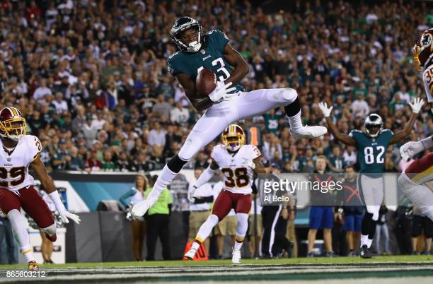 Nelson Agholor of the Philadelphia Eagles makes a catch to score a touchdown against the Washington Redskins during the fourth quarter of the game at...