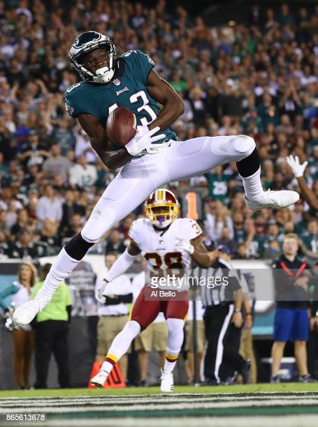 fd536d3a8d3 Nelson Agholor of the Philadelphia Eagles scores a touchdown against the  Washington Redskins in the fourth