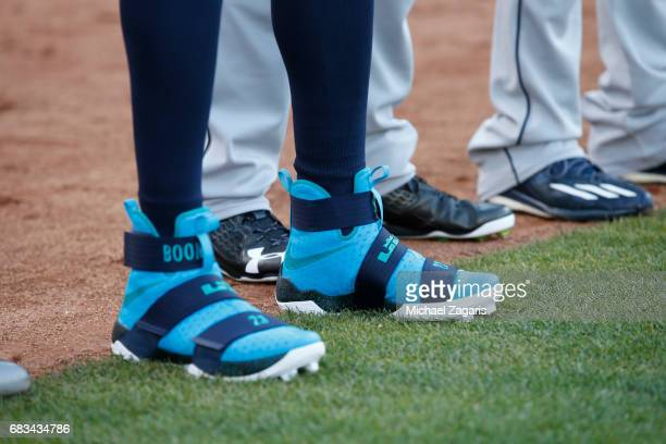 76759a80b45 Nelson Cruz of the Seattle Mariners wears a pair of Lebron James cleats  during the game