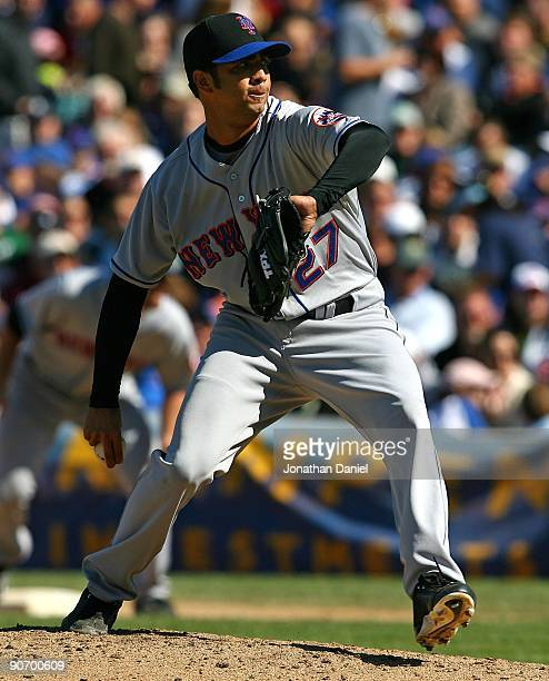 Nelson Figueroa of the New York Mets delivers the ball against the Chicago Cubs on August 30 2009 at Wrigley Field in Chicago Illinois The Mets...