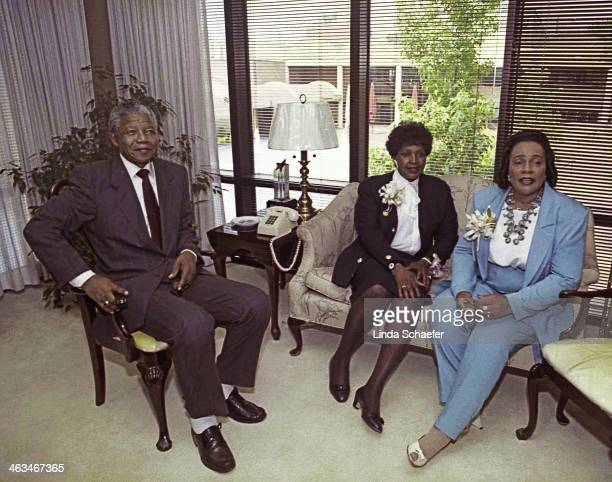 Nelson Mandela and his former wife Winnie Mandela are guests of Coretta Scott King at the Martin Luther King Jr. Center in 1990