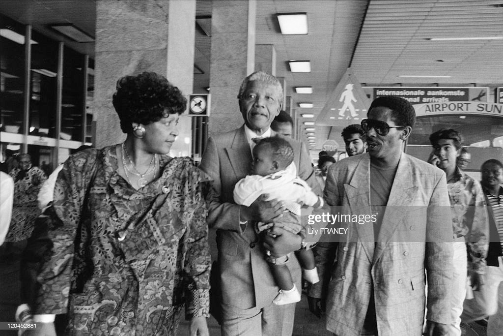 Nelson Mandela And Winnie In Johannesburg, South Africa In May, 1990 - : News Photo