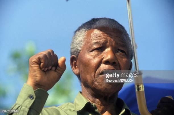 Nelson Mandela lors de la commemoration du massacre de 1961 le 21 mars 1994 Sharpeville Afrique du Sud