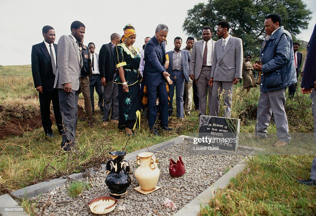 Nelson Mandela and Family Visiting His Mother's Grave : News Photo