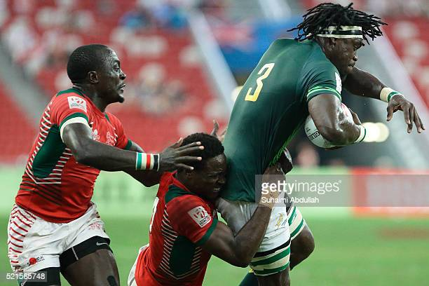 Nelson Oyoo of Kenya tackles Tim Agaba of South Africa during the 2016 Singapore Sevens at Singapore National Stadium on April 16, 2016 in Singapore.