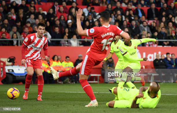 Nelson Semedo of Barcelona scores his team's first goal during the La Liga match between Girona FC and FC Barcelona at Montilivi Stadium on January...