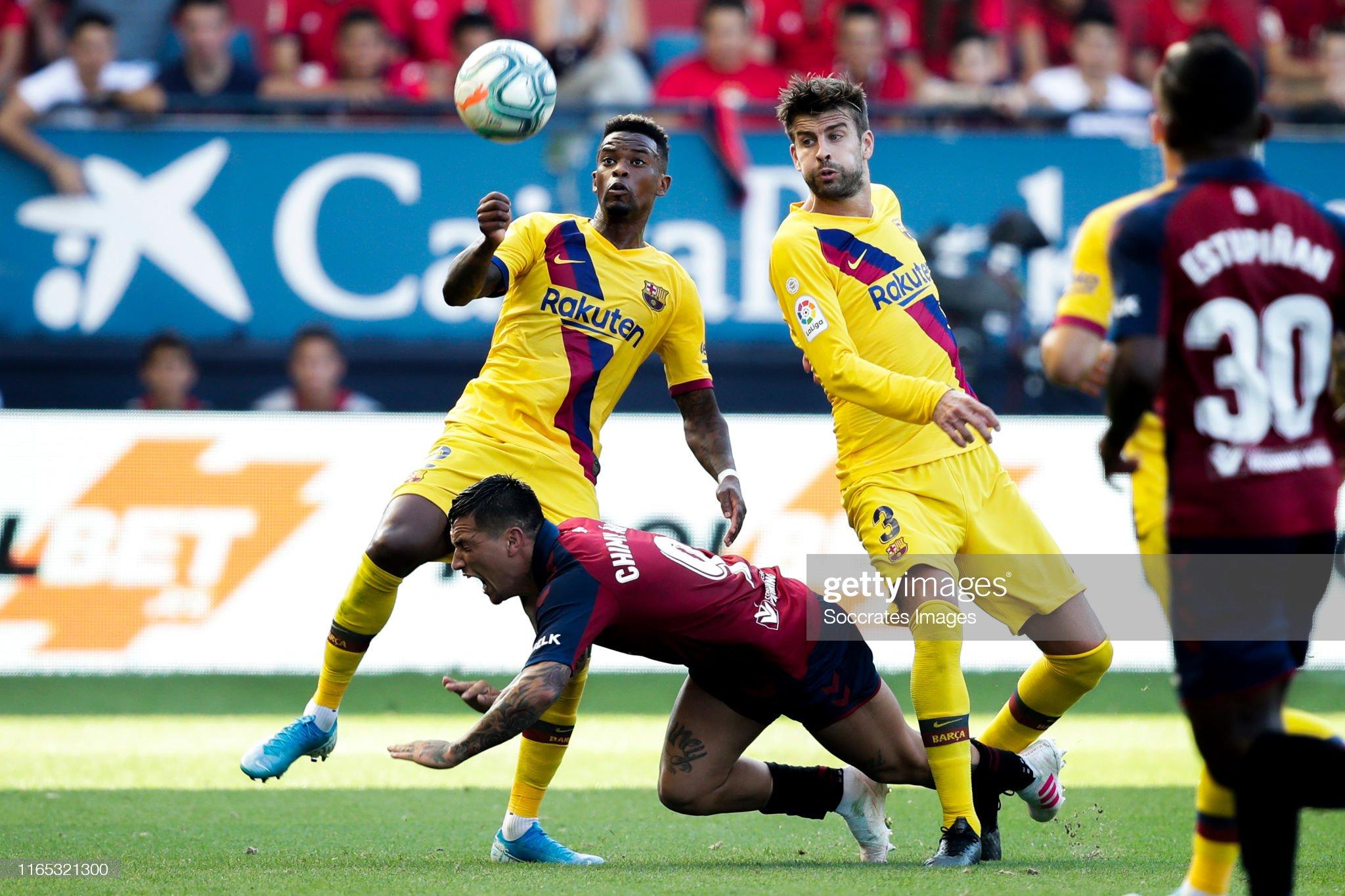 صور مباراة : أوساسونا - برشلونة 2-2 ( 31-08-2019 )  Nelson-semedo-of-fc-barcelona-chimy-avila-of-ca-osasuna-gerard-pique-picture-id1165321300?s=2048x2048