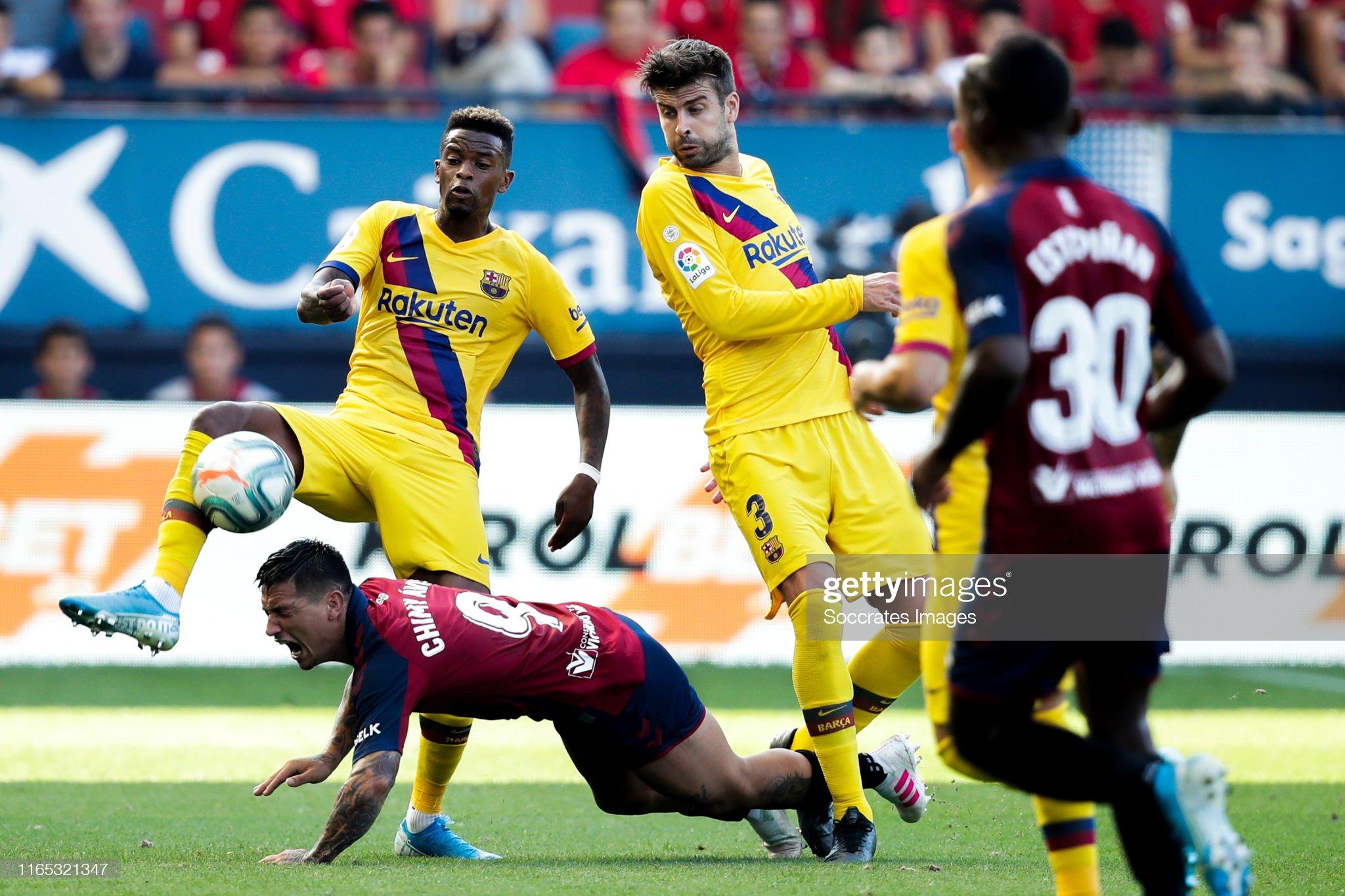 صور مباراة : أوساسونا - برشلونة 2-2 ( 31-08-2019 )  Nelson-semedo-of-fc-barcelona-chimy-avila-of-ca-osasuna-gerard-pique-picture-id1165321347?s=2048x2048