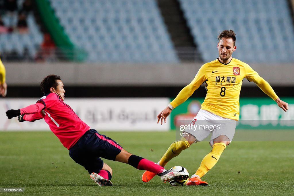 Nemanja Gudelj #8 of Guangzhou Evergrande controls the ball during the AFC Champions League Group G match between Cerezo Osaka and Guangzhou Evergrande at the Yanmar Stadium Nagai on February 21, 2018 in Osaka, Japan.