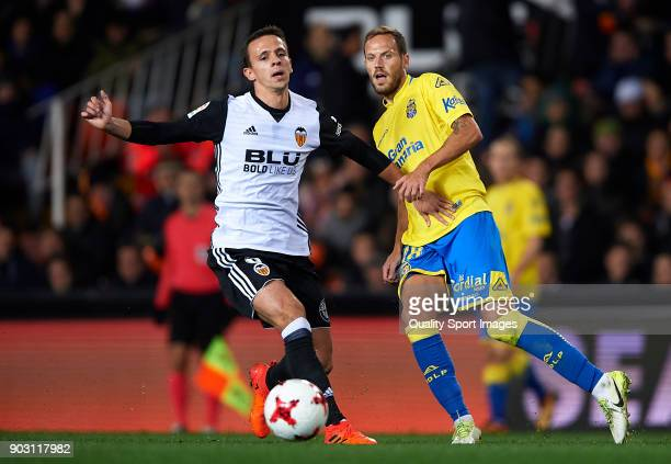 Nemanja Maksimovic of Valencia competes for the ball with Javi Castellano of Las Palmas during the Copa del Rey Round of 16 second Leg match between...