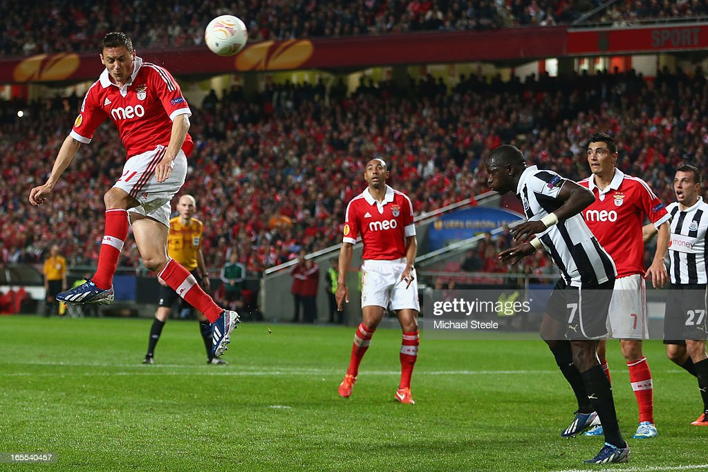 Nemanja Matic (L) of Benfica heads towards goal during the UEFA Europa League Quarter- Final First Leg match between Benfica and Newcastle United at the Estadio da Luz on April 4, 2013 in Lisbon, Portugal.
