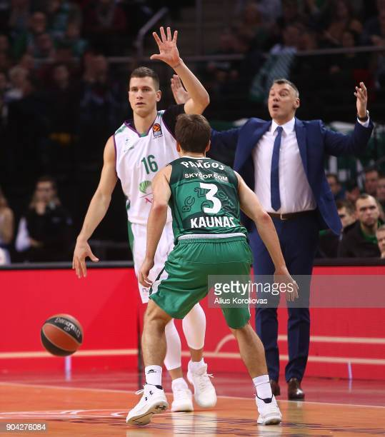 Nemanja Nedovic #16 of Unicaja Malaga competes with Kevin Pangos #3 of Zalgiris Kaunas in action during the 2017/2018 Turkish Airlines EuroLeague...