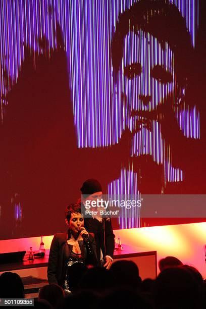 Nena Sohn Sakias Kerner davor Publikum mVerleihung Gala Deutscher Medienpreis 2011 für herausragende Symbole der Menschlichkeit BadenBaden...