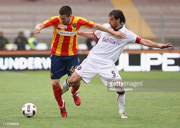 Nenad Tomovic of Lecce battles for the ball with Daniele Conti of Cagliari during the Serie A match between Lecce and Cagliari Calcio at Stadio Via...