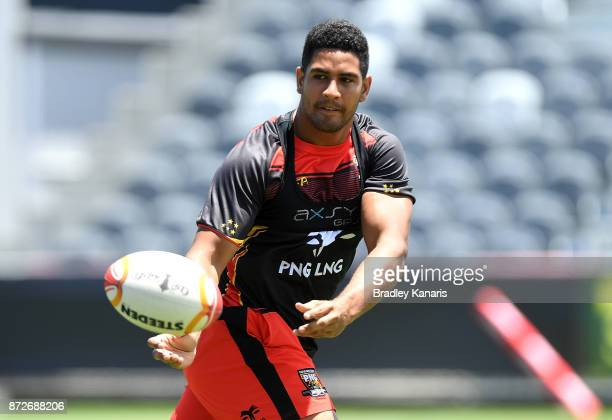Nene McDonald passes the ball during a PNG Kumuls Rugby League World Cup captain's run on November 11 2017 in Port Moresby Papua New Guinea