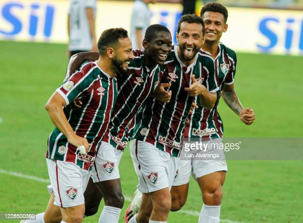 Nene of Fluminense celebrates with teammates afer scoring the second goal of his team during the match between Fluminense and Corinthians as part of...