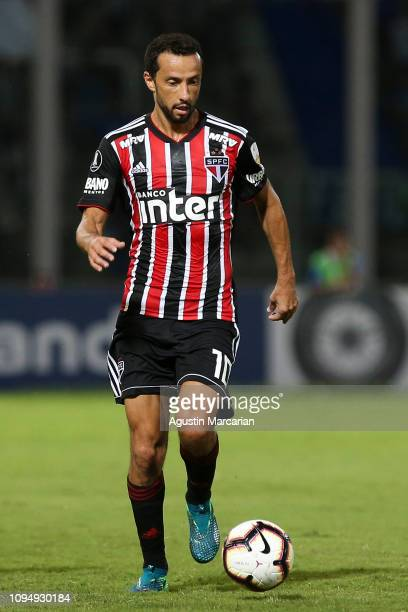 Nene of San Pablo controls the ball during a second stage first leg playoff match between Talleres and Sao Paulo as part of Copa CONMEBOL...