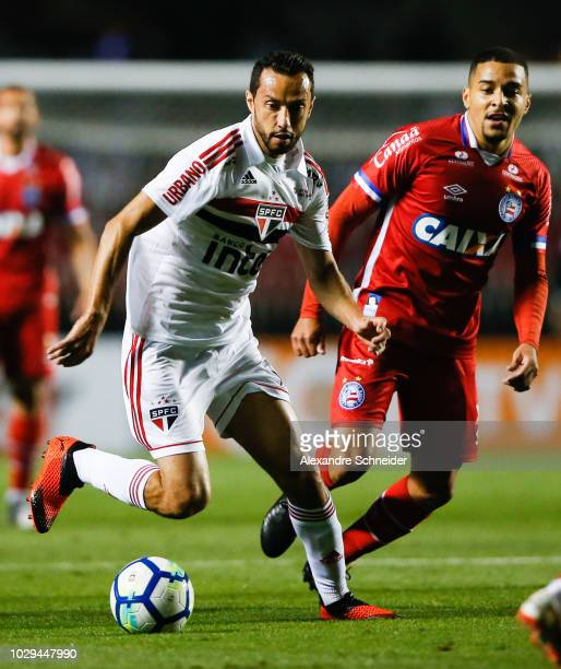 Nene of Sao Paulo controls the ball during the match against Bahia for the Brasileirao Series A 2018 at Morumbi Stadium on September 08 2018 in Sao...