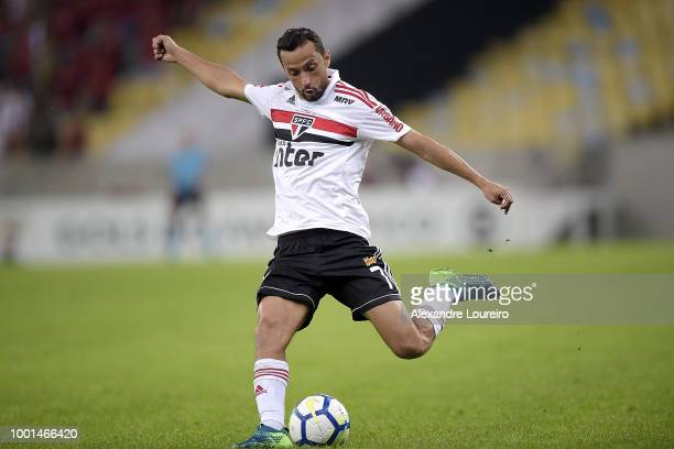 Nene of Sao Paulo kicks the ball during the match between Flamengo and Sao Paulo as part of Brasileirao Series A 2018 at Maracana Stadium on July 18...