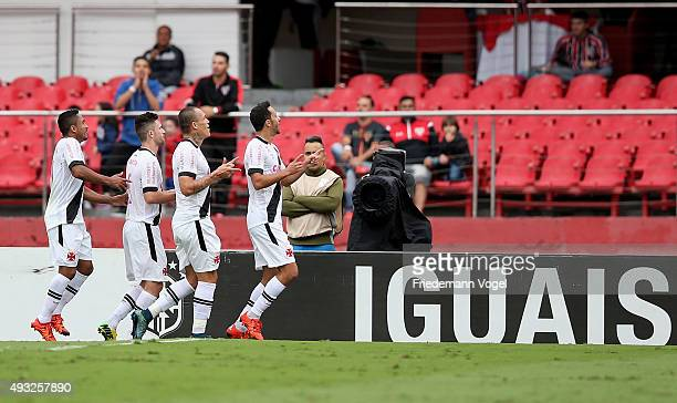 Nene of Vasco celebrates scoring the first goal with his team during the match between Sao Paulo and Vasco for the Brazilian Series A 2015 at Estadio...