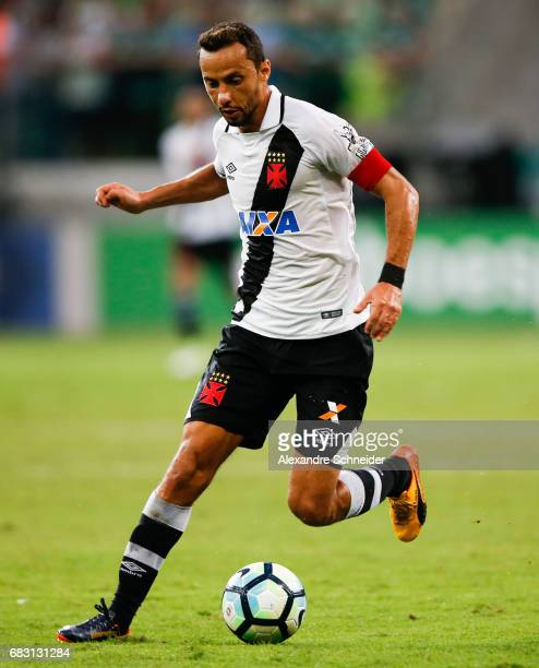 Nene of Vasco da Gama in action during the match between Palmeiras and Vasco da Gama for the Brasileirao Series A 2017 at Allianz Parque stadium on...